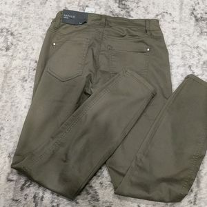 NWT RW&CO Olive Green Natalie Jeggings